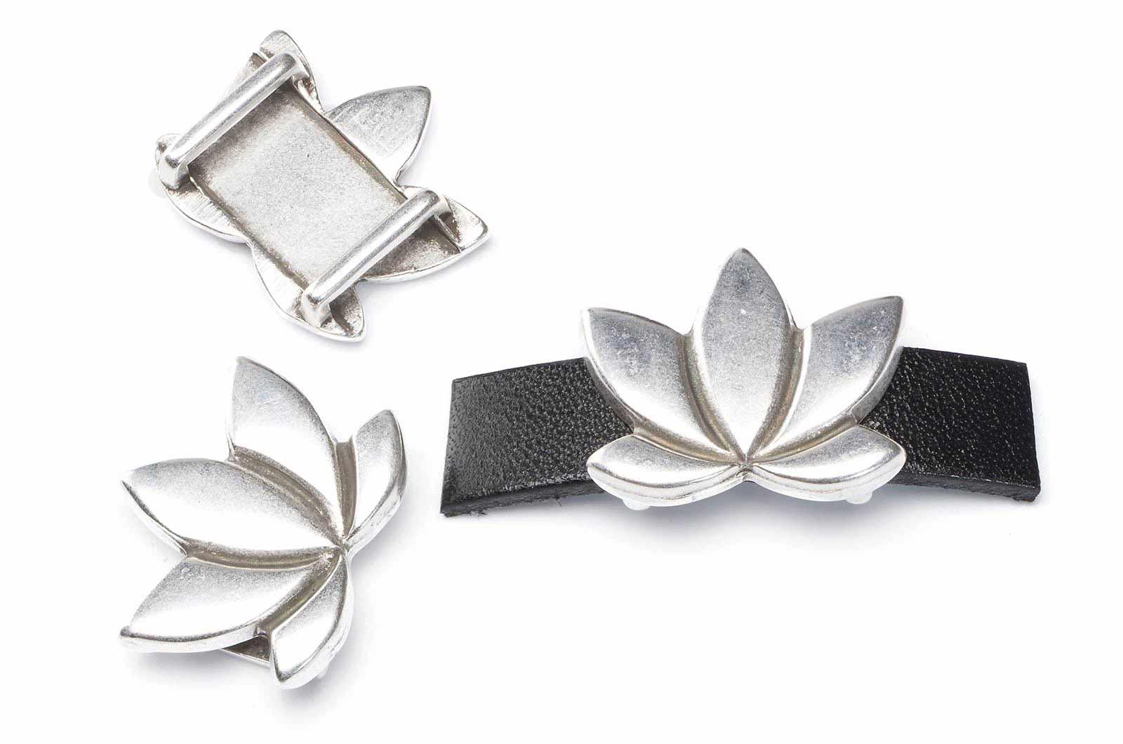 passant fleur de lotus pour lanière 10mm 23x20mm x1pce