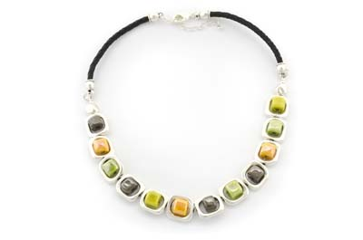 collier ceramique cube